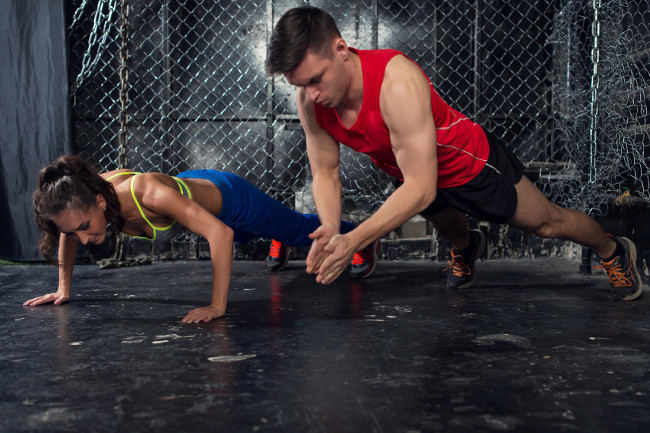 Three workout routines to get in shape with your partner